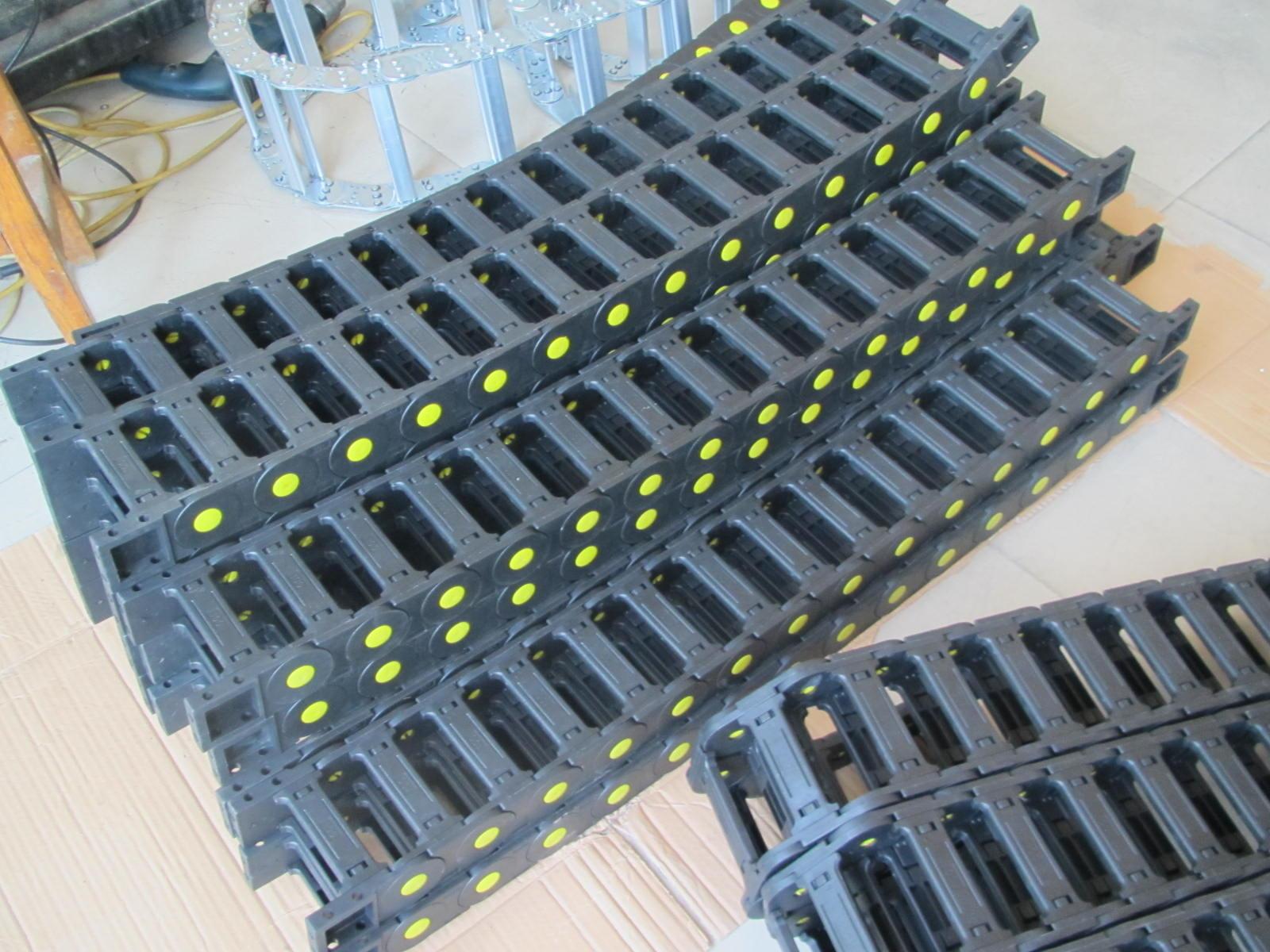 工程塑料拖链产品图