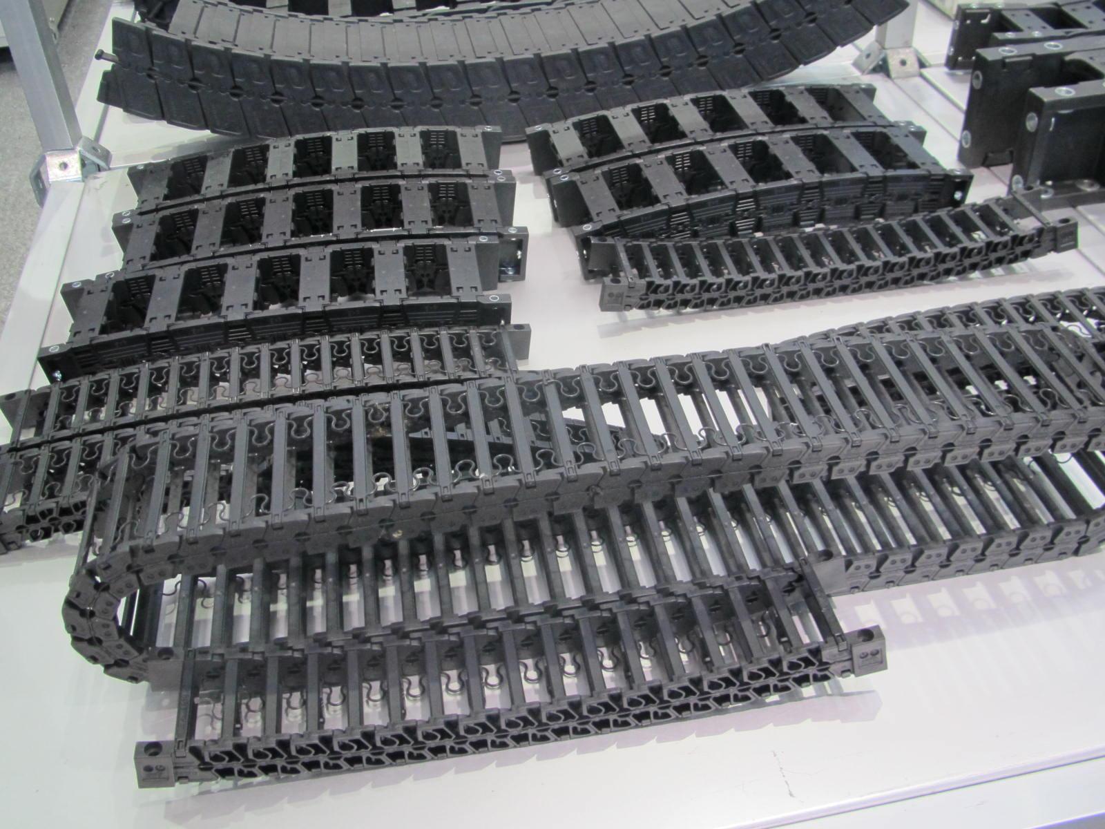 封闭式线缆塑料拖链产品图
