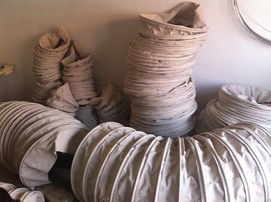 散装机用水泥伸缩布袋产品图