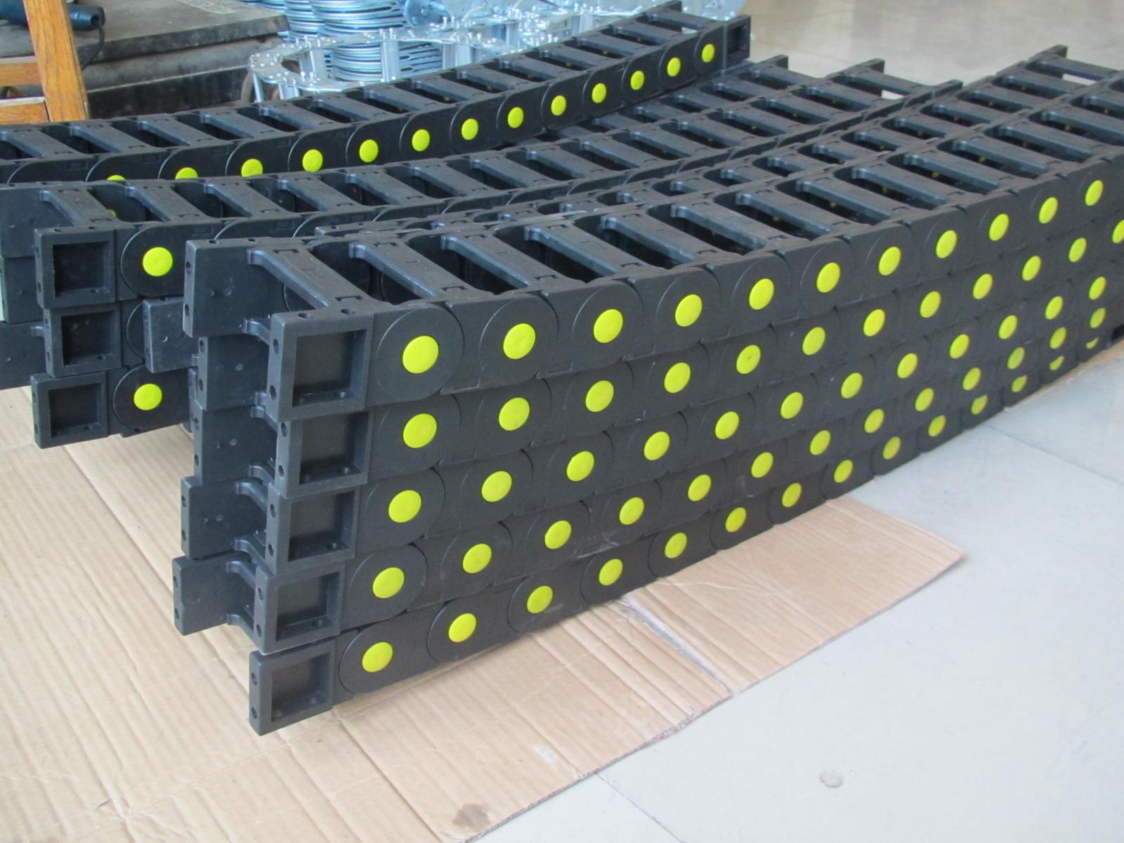 数控机床用封闭式塑料拖链产品图